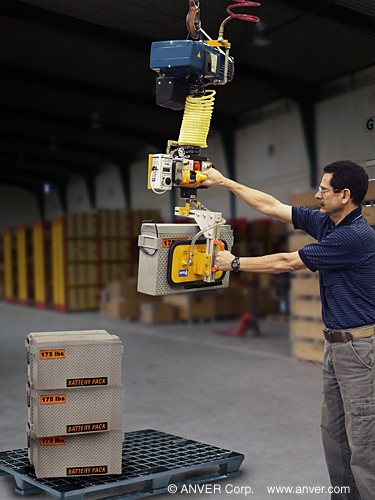 Ergonomic Vacuum Lifter Safely Handles Compact Heavy Loads