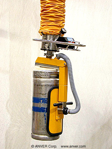 Vacuum Tube Lifting System with Side-Gripping and Rotating Vacuum Attachment