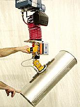 ANVER Ergonomic Vacuum Lifter Features Articulating Pad Attachment